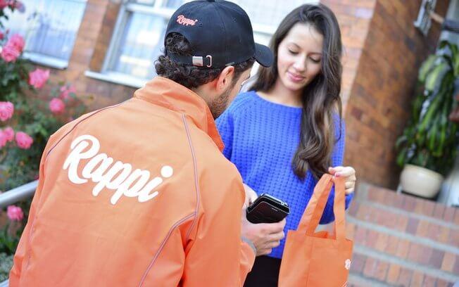 Uber Flash, Loggi e Rappi Qual a melhor opção para envio de mercadorias Entregador Rappi fazendo seu serviço de entrega ao cliente